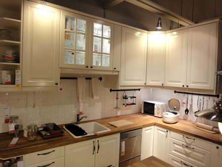 白いすっきりとしたキッチン