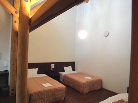 清泉寮の新館洋室の寝室