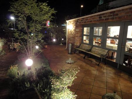 夜景も美しいキャナリィ・ロウ