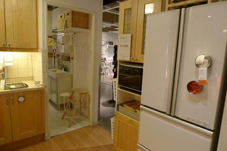 キッチンからもダイニングからも便利な冷蔵庫