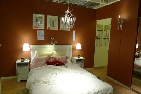 フェミニンな雰囲気全開のベッドルーム