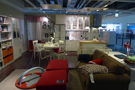 IKEAのリビングとキッチン