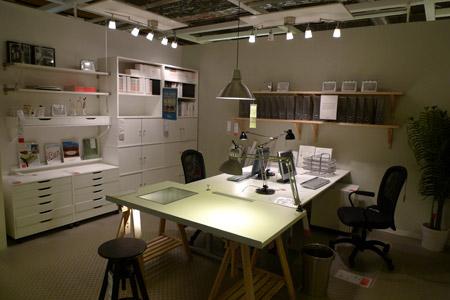 シンプルでスタンダードなデザイン事務所レイアウト