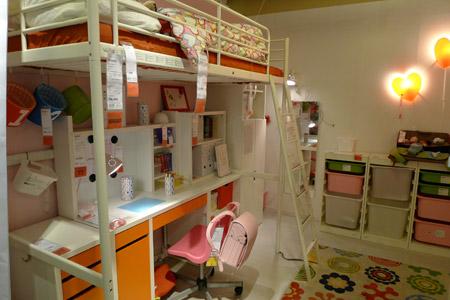 ロフトベッド+デスクのスタンダードなイケアの子供部屋