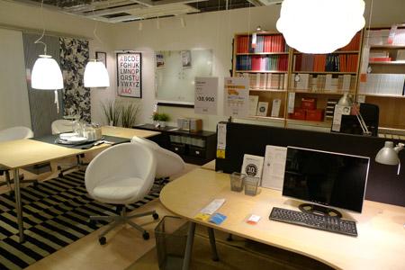 白が基調の爽やかなイケアのオフィスデザイン