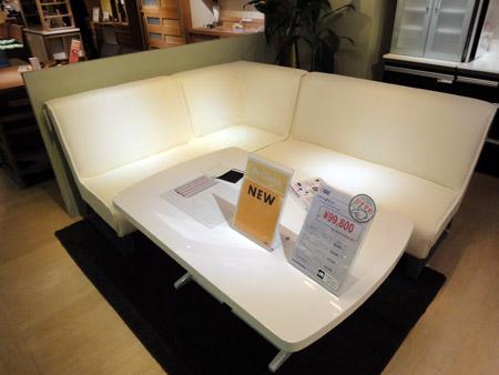 コーナーソファと昇降式テーブルのダイニングセット