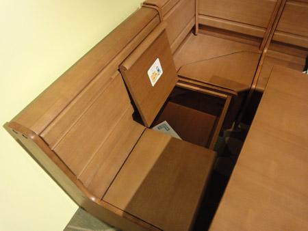 ソファの座面が収納スペースに