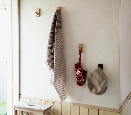 無印良品の壁に付けられる家具フックの実例