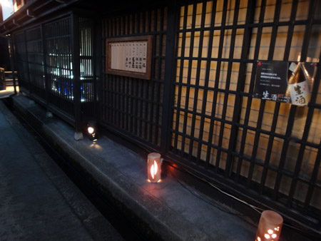 舩坂酒造店の陶器の灯篭