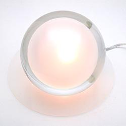 中に光が浮いたような照明器具のTear Drop