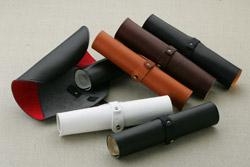 いろいろなカラーが揃う革製ペンケース